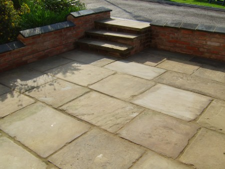 Retaining-wall-and-York-stone-Patio1