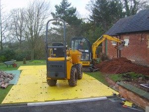track-mats-ideal-for-light-plant-such-as-dumpers-and-mini-diggers-300x225